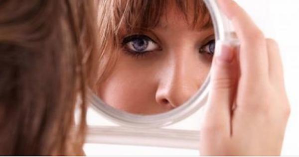 Guardati allo specchio ecco i 9 segnali che indicano se hai una malattia tendenze - Salute allo specchio ...