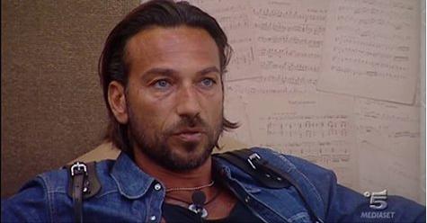 GF Vip, Signorini insulta Costantino: la reazione dell'ex tronista è inaspettata