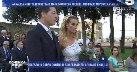 Annalisa Minetti si sposa e tutti notano il particolare del vestito: ha un…