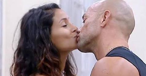 Stefano Bettarini e Mariana Rodriguez, scatta il bacio: la reazione di Valeria Marini è immediata!!