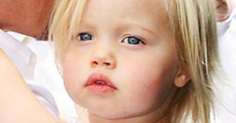 Lei è Shiloh la figlia di Pitt e Jolie, qui era solo una bimba, ora è cresciuta ed è bellissima!!